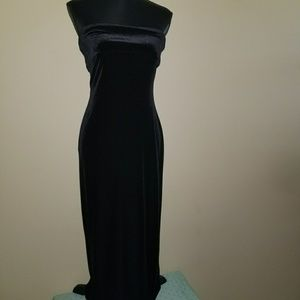 Bebe Velvet fitted strapless dress